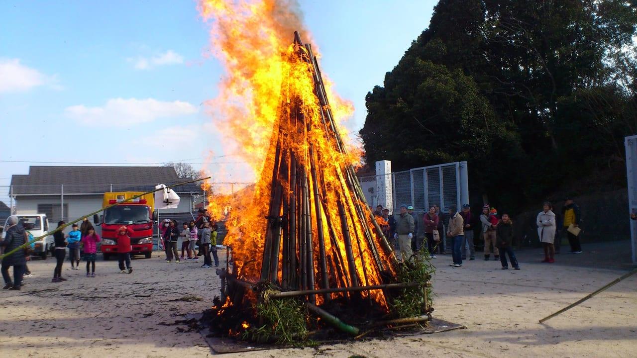 とんど焼き 八幡宮